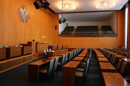 Der Rat kontrolliert die Verwaltung, und oben kontrollieren die BürgerInnen den Rat.