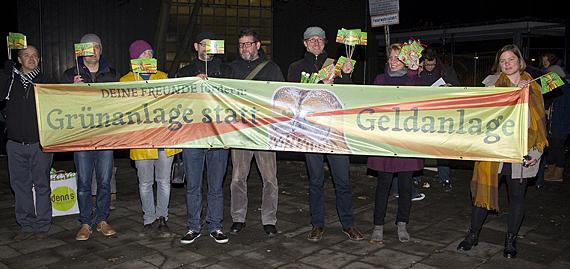 DEINE FREUNDE demonstrieren vor dem Berufskolleg für den BAUWENS ADENAUER PARK (Foto: Pascal Nordmann)